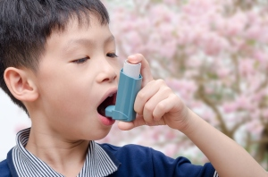 child-with-asthma-using-inhaler